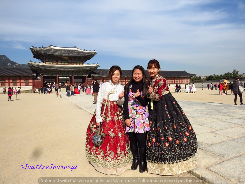 Finger Hearts in Gyeongbokgung Palace, Seoul